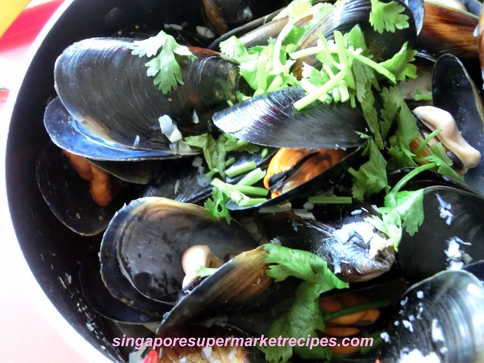 White Wine And Olive Oil Steamed Mussels Recipe — Dishmaps